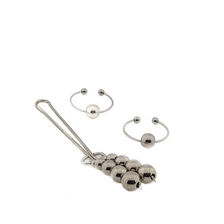 Srebrny klips na łechtaczkę oraz dwa kolczyki na sutki z ozdobnymi perełkami