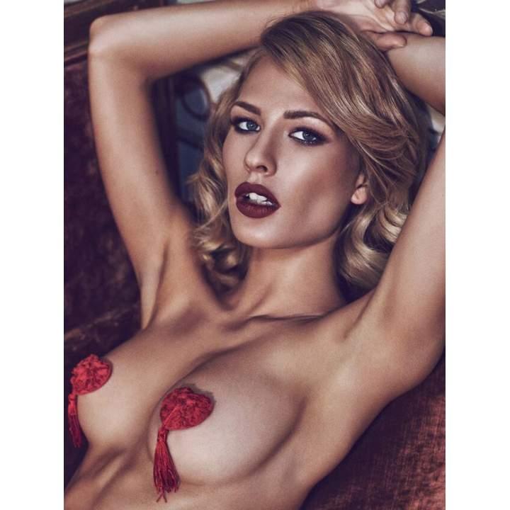 Czerwone osłonki na sutki w kształcie serca ze zwisającymi frędzlami – Anais Vellya