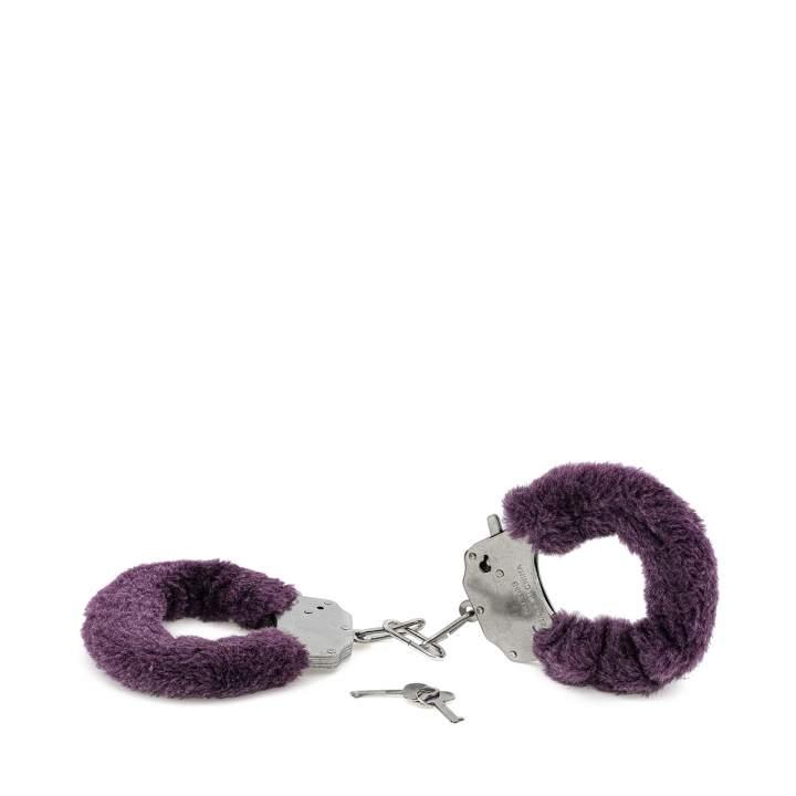 Fioletowe metalowe kajdanki z futerkiem zamykane na kluczyk