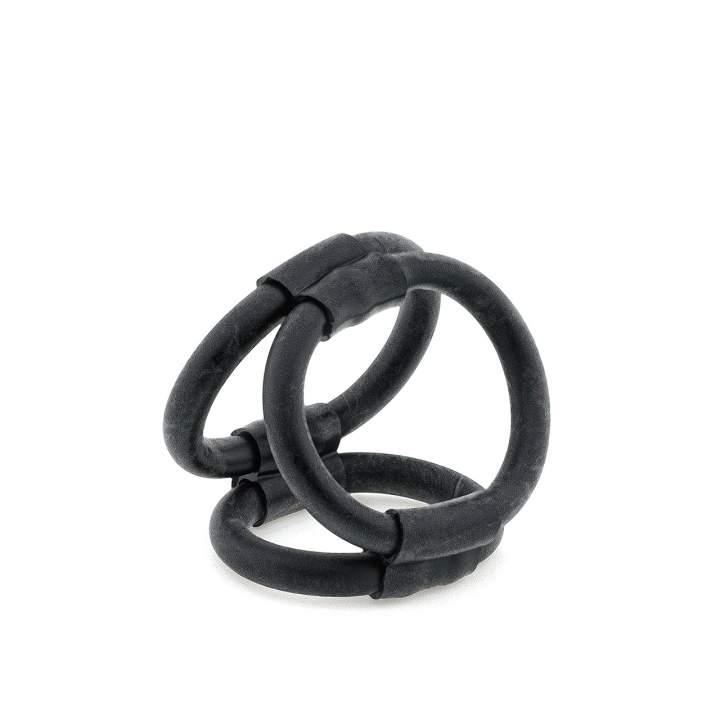 Czarny rozciągliwy pierścień erekcyjny z uprzężą na jądra – 4 cm