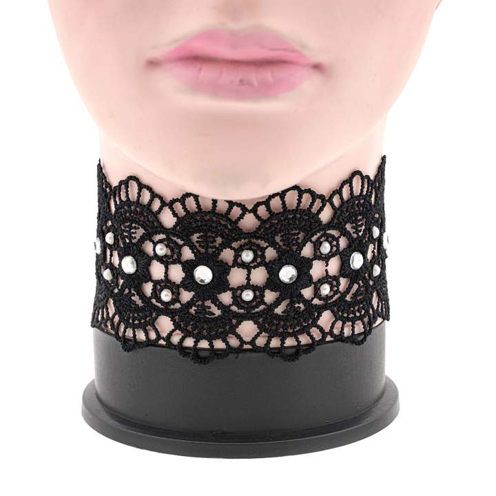 Czarny haftowany choker z perełkami i cyrkoniami